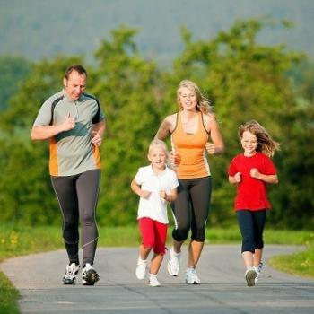 ACL-EXERCISE-WITH-FAMILY-min-10